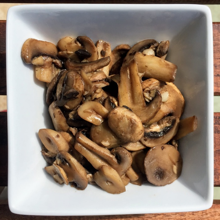Simple garlic mushrooms